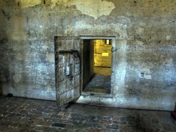 Castello_estense_di_ferrara_int._prigione_di_don_giulio_03-650x487